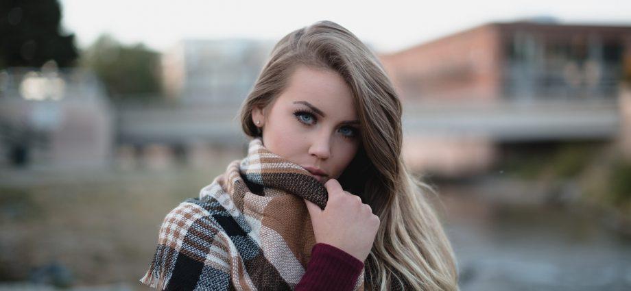 Apaszka i szal: niezbędne dodatki do wielu stylizacji