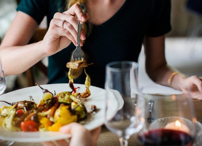 Obiady dla firm: usługa ciesząca się ogromną popularnością