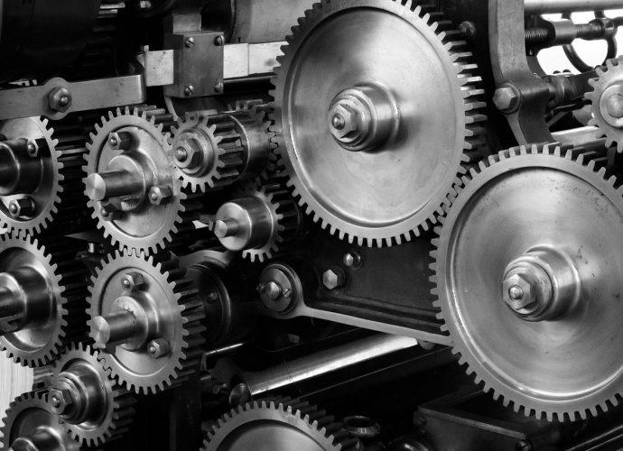 Obróbka skrawaniem CNC - praca przy elementach produkcyjnych