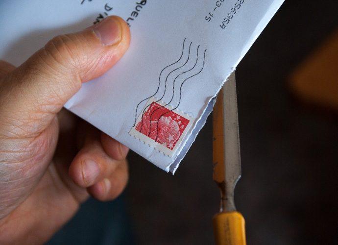 Przesyłka - lepszy karton czy koperta?