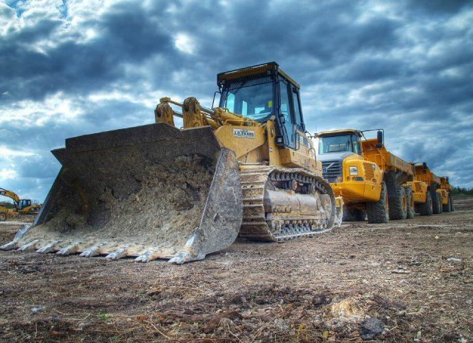 Czy wynajmowanie sprzętu budowlanego jest korzystne?